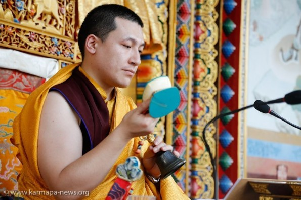 2012-12-19, Karma Temple: Gyalwa Karmapa grants Chenresig Empowent