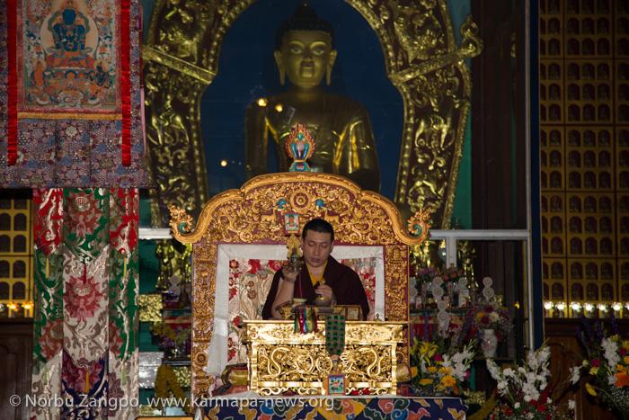Gyalwa Karmapa transmits the empowerment of Manjusri during the