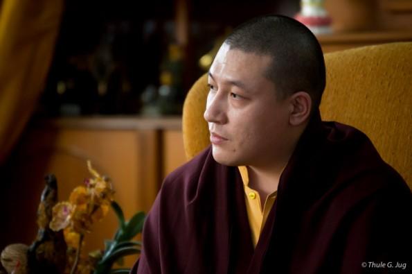 Gyalwa Karmapa answers questions from descibles