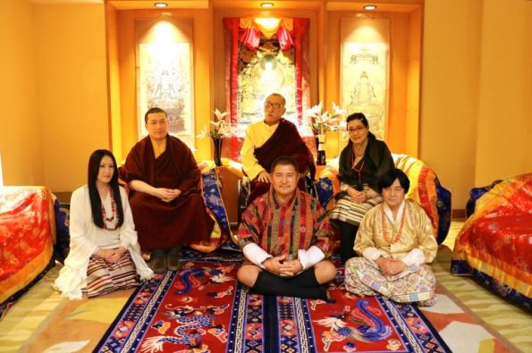 news-karmapa-official-families-1620x1080-768x512