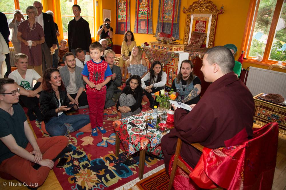Gyalwa Karmapa answers questions of young buddhists
