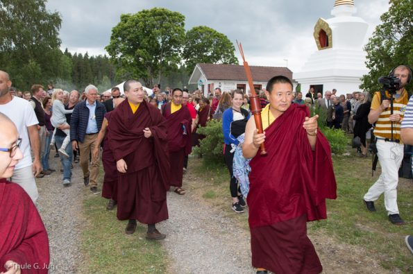 Gyalwa Karmapa arrives at the retreat center from Stockholm