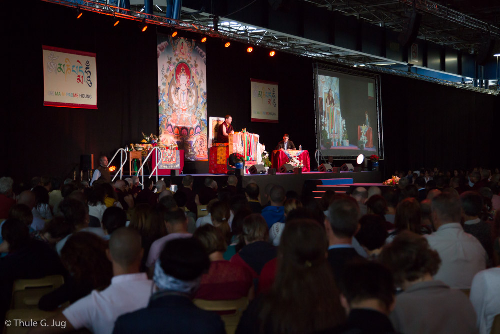 Gyalwa Karmapa gives teachings about refuge to about 1500 people