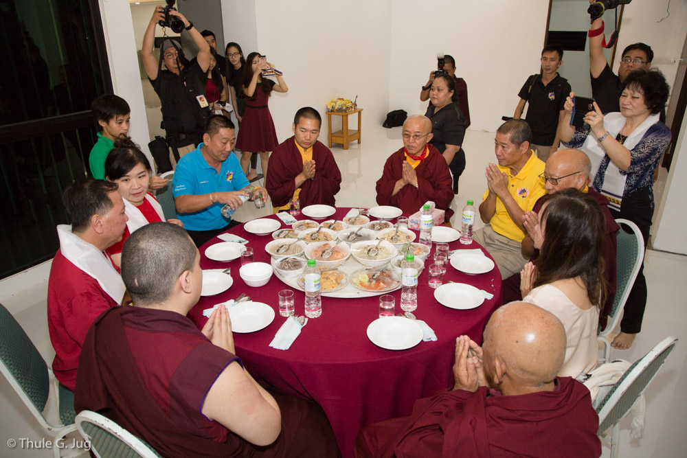 Mr. Tan and his family invides HH Gyalwa Karmapa and all the Rinpoches, Lamas and friends for dinner to their house