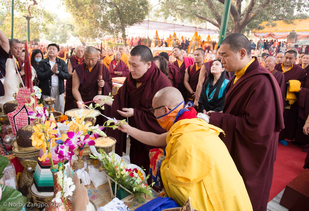 1st day of the Kagyu Monlam. First arrival of HH Gylwa Karmapa and his wife Sangyumla. Prayers under the bodhi tree