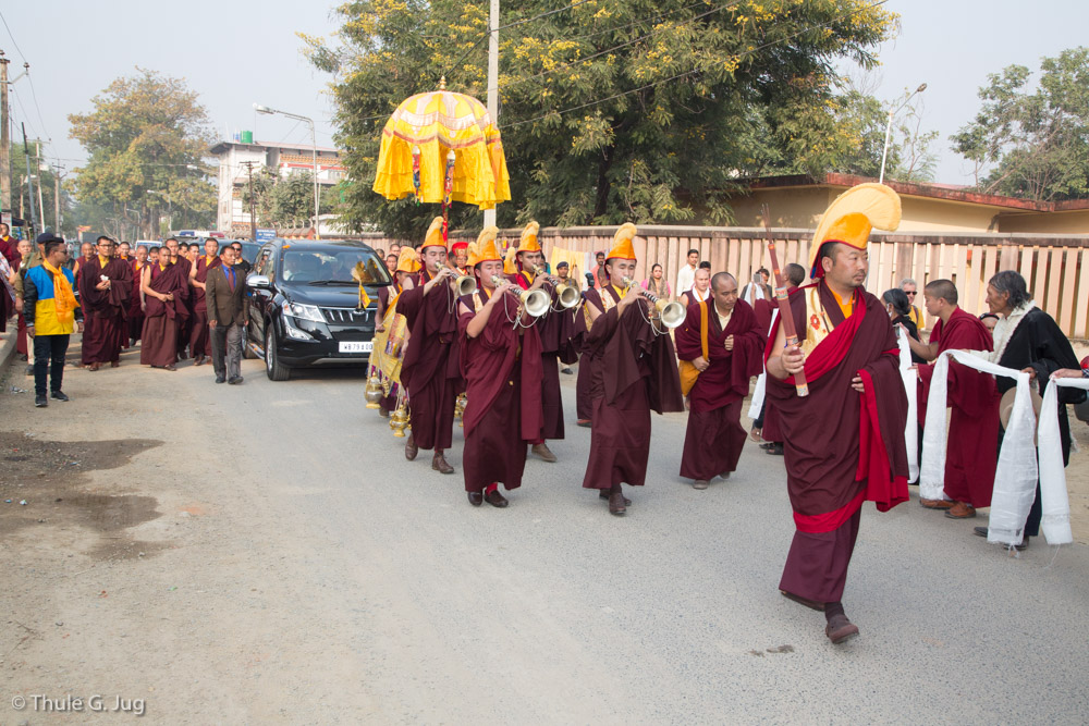 Gyalwa Karmapa arrives from New Delhi. Monks from Rumtek Monastery and the Kalimpong Shedra welcome him in a festive ceremony.