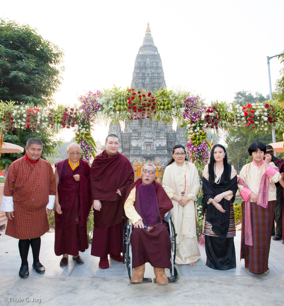 Gyalwa Karmapa Visits the Mahabodhi Temple with his Parents, his Wife and her Family
