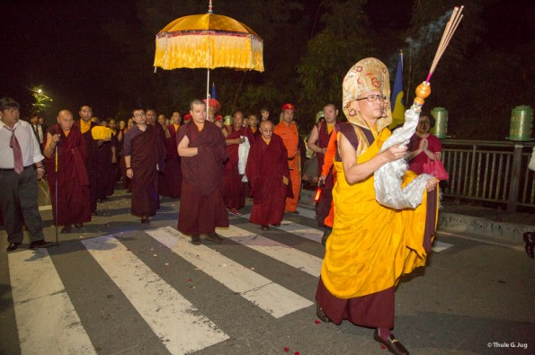 Karmapa-visits-Taiwan-Group-arrives-at-the-Kagyu-Monastery