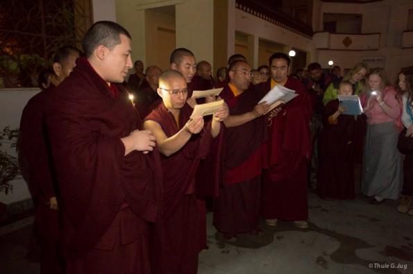 Candle-light-ceremony-with-Gyalwa-Karmapa-because-of-Indien-Day-of-Independence