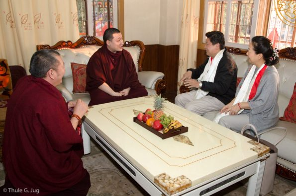 Gyalwa-Karmapa-in-Bodh-Gaya-Dec.-6-to-23-2017.-Audiences-The-governor-from-Hua-Lien-in-Taiwan-and-his-wife