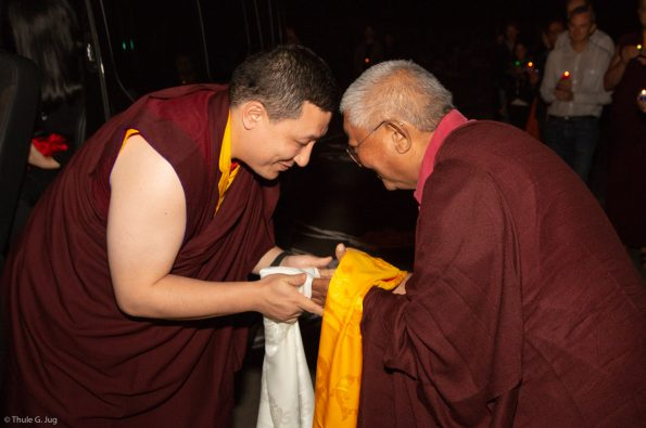 Gyalwa-Karmapa-and-his-wife-Sangyumla-come-to-Dhagpo-Kagyu-Ling-with-their-1-month-old-baby.-Arrival-from-Paris